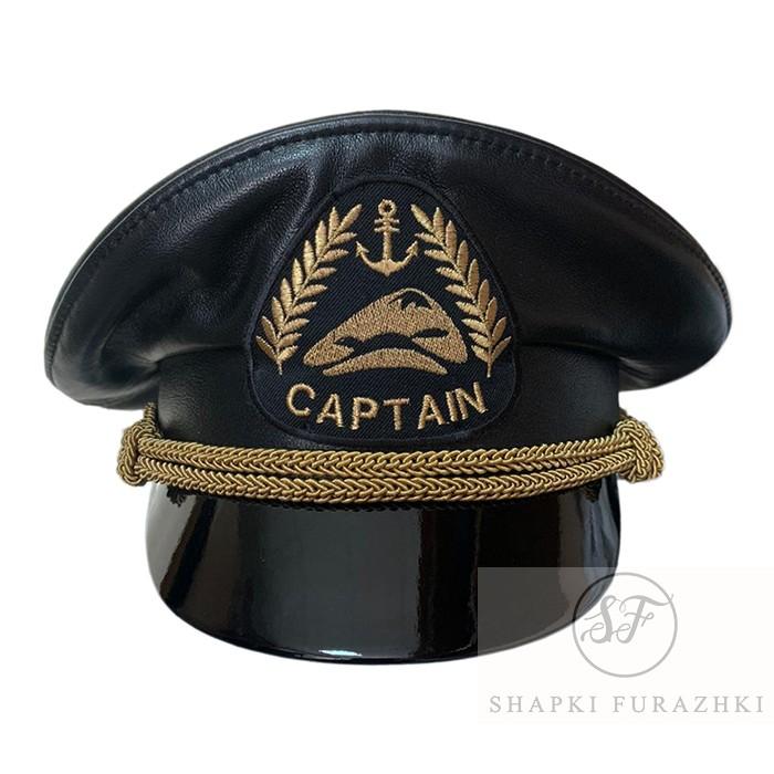 Кожаная капитанка с индивидуально разработанной машинной вышивкой кокарды